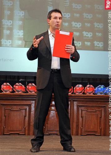 Infotainer public speaking